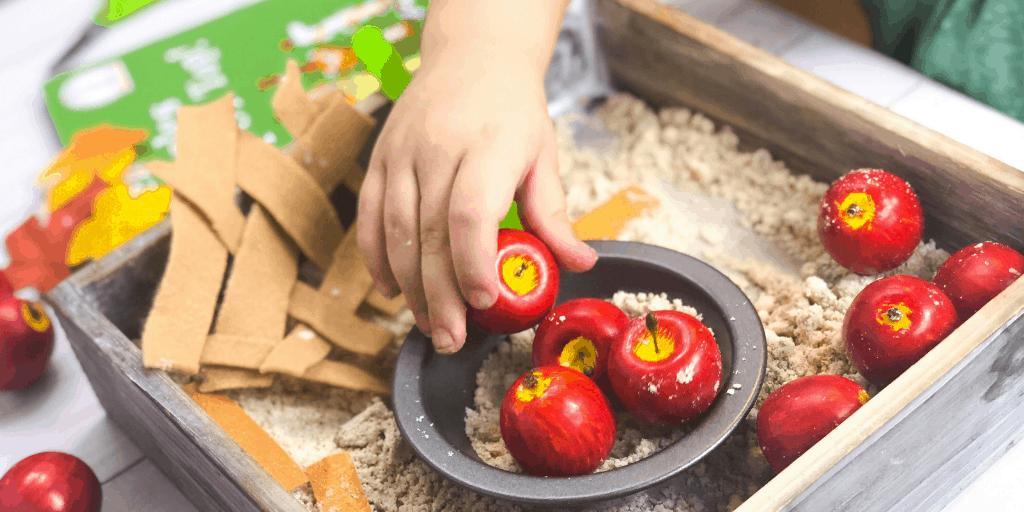 apple pie sensory bin hero 4