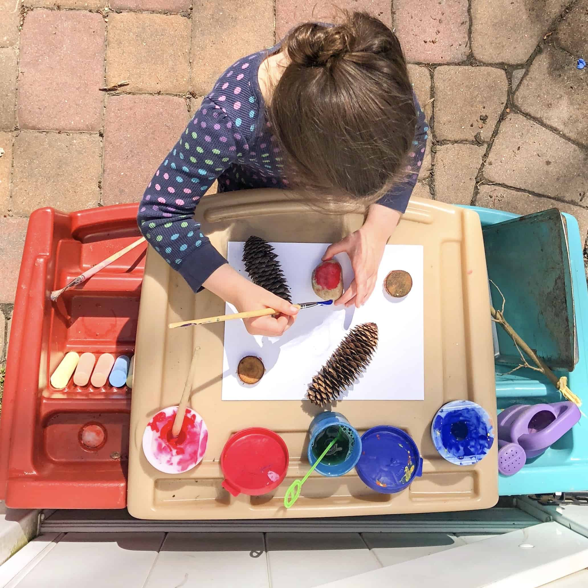 Setting Up an Inviting Backyard Art Area for Kids
