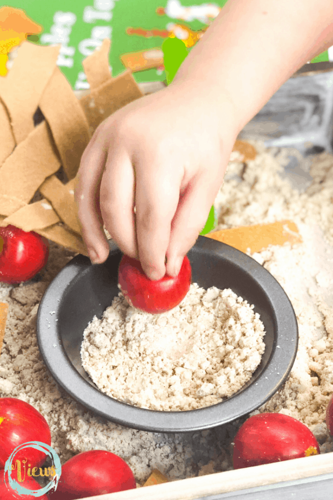 apple pie sensory bin pin 4